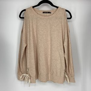Doe and Rae Cold shoulder sweater size S